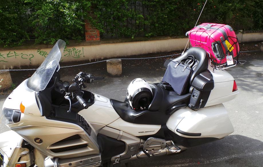 Est ce qu'on peut prendre une valise en taxi moto ?