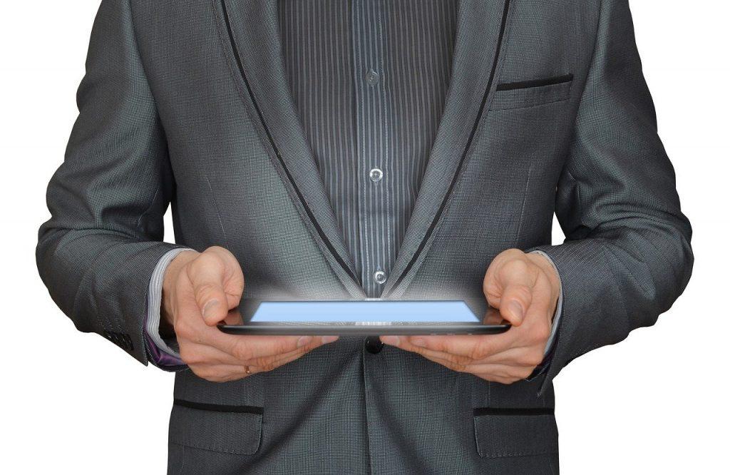 homme, homme d'affaire, tablette tactile
