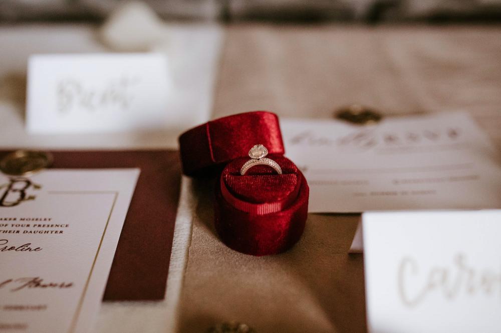 Choisir une bague de fiançailles à son image