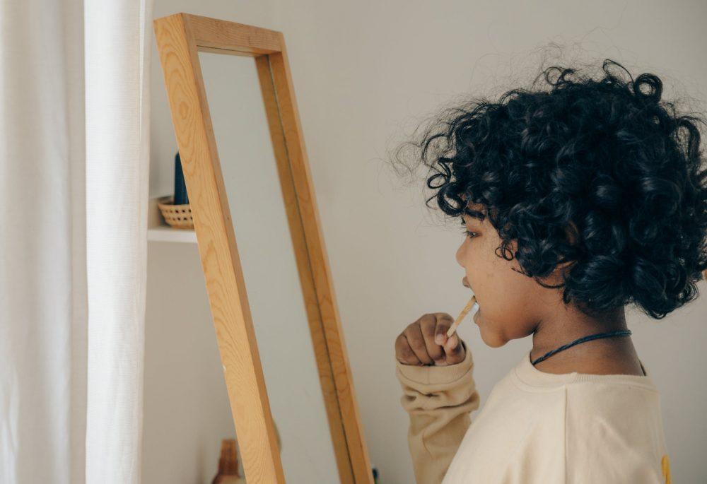 Comment choisir la brosse à dent adaptée à l'enfant ?